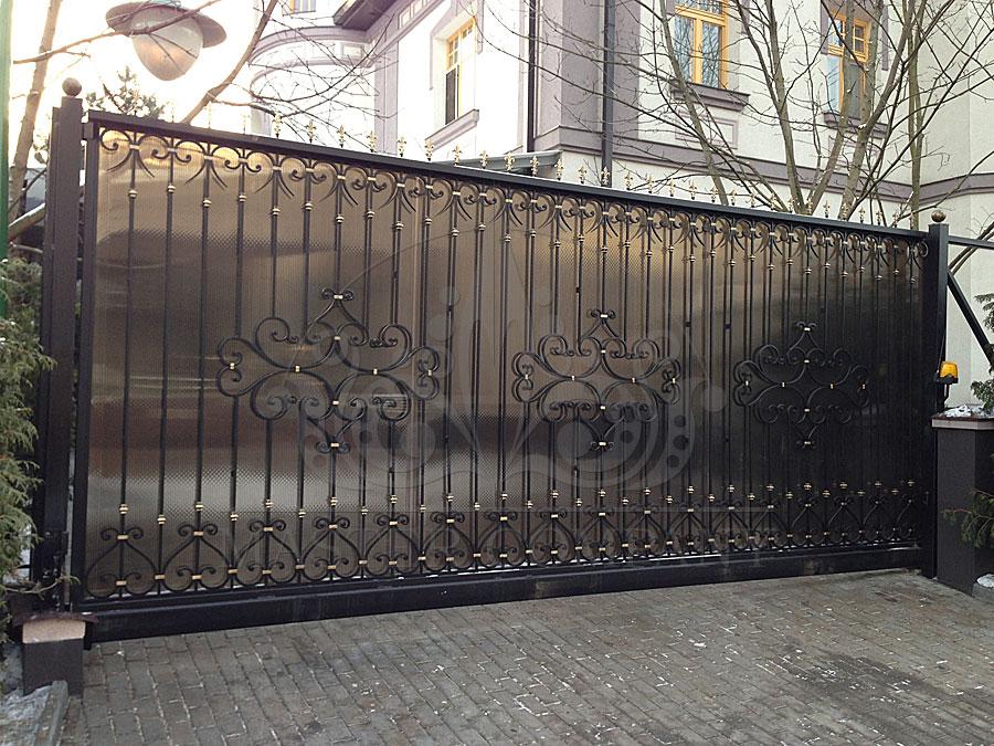 кованые раздвижные ворота фото